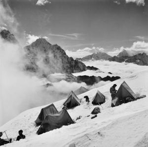 gregory_alfred-expedition_tents_mount_everest~OMcbd300~10417_20120722_319_696