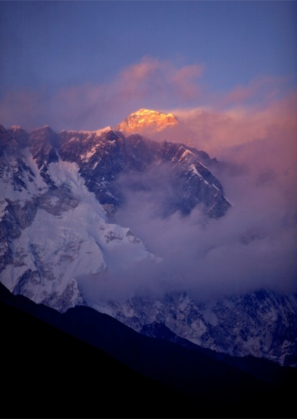 Sunset_Over_Everest_from_Tengboche