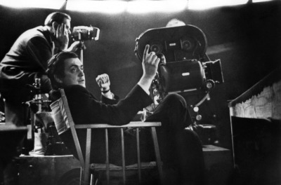 stanley_kubrick_on set in chair