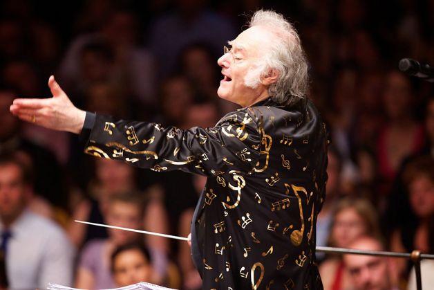 Carl Davis conducting