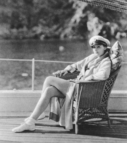 Greta-Garbo-on-her-yacht-1929