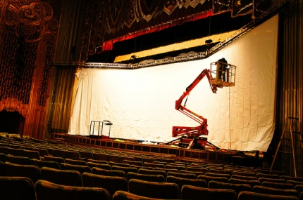 Assembling the special screen needed for Napoleon at the Paramount