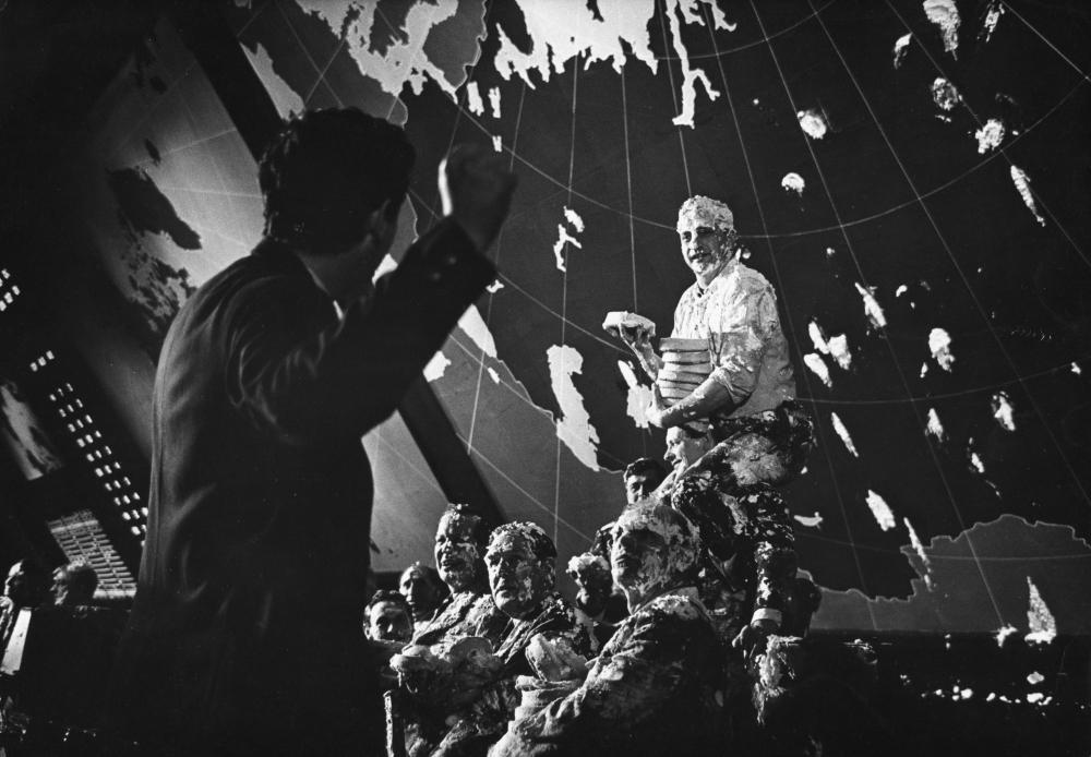 Kubrick directing George C. Scott in pie fight
