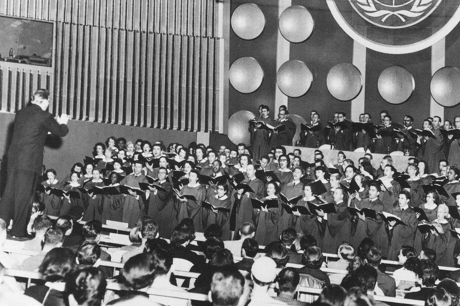 Robert Shaw conducting the New York Collegiat Chorale at opening of United Nations Building in 1953